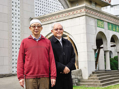 Chao (right) and his lifelong friend Omar Wang (left) both have vivid memories of the establishment of Taipei Grand Mosque. (Photo / Yenyi Lin)