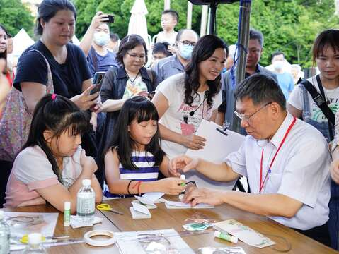 Mayor Attends Open-air Cinema at 2020 Xikou Cultural Festival