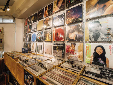 With a history of more than 40 years, Chia Chia has become a must-go record store where music fans can find both imported and local music.
