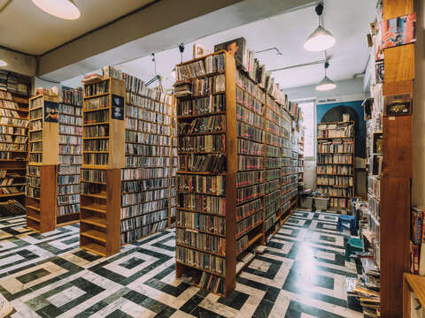 Indimusic is a paradise for diggers to find any kind of music from their expansive collection, with all LPs available to play live in the store.