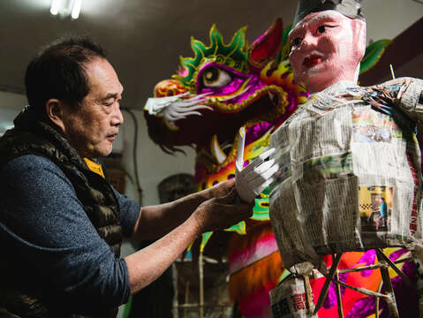 Lee Ching-rong, a master of Chinese papier-mâché, is known for his 100% handmade zhiza artworks that frequently appear in cultural and religious events in Taiwan.