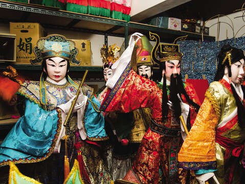 The figures in Taiwanese religion or traditional folk beliefs are often the inspiration behind zhiza art.